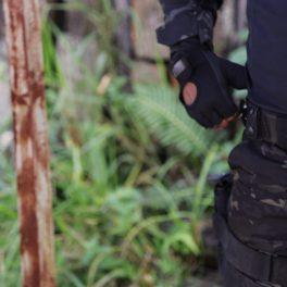 imagem de operador tático aparecendo seu equipamento